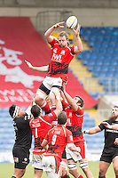 28.02.2015.  Oxford, England.  Aviva Premiership. London Welsh versus London Irish.    Dean Schofield wins clean ball at the line out.