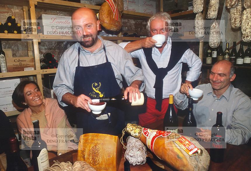 """- typical restaurant """" da Ivan """" in Roccabianca (Parma), the owner Aldo Boselli with some customers<br /> <br /> - ristorante tipico """"da Ivan"""" a Roccabianca (Parma), il titolare Aldo Boselli con alcuni clienti"""