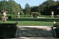 Europe/France/Midi-Pyrénées/46/Lot/Vallée de la Dordogne/Lacave: château de la Treyne (reconstruit au XVII ème siècle) - Le relais & château et le jardin