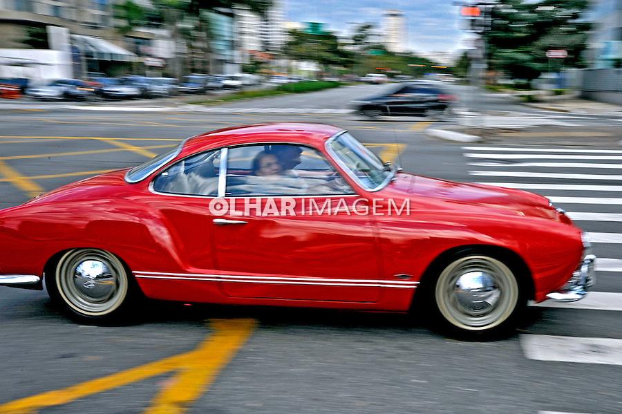 Automovel Volkswagen Karmann Guia. Foto de Manuel Lourenço.