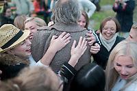Estland, [Leiter] T?nu Kaljuste (Rueckenansicht) beim ersten Nargen Gesangs-Festival auf der Insel Naissaar in Estland. <br /> <br /> Engl.: Europe, the Baltic, Estonia, Naissaar island, first Naissaar Song Celebration, song festival, culture, manager T?nu Kaljuste, 28 June 2014<br /> <br />    Sieben herausragende Accapella-Choere aus Estland singen Lieder mit Bezug auf das Meer und geben auch schon einen kleinen Vorgeschmack auf das Repertoire des grossen Saengerfeste in Tallinn, 28.06.2014