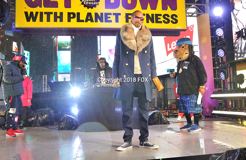 """NEW YORK - DECEMBER 31: Snoop Dogg performs on """"FOX'S New Years Eve with Steve Harvey: Live From Times Square"""" on December 31, 2018 in New York City. (Photo by Stephen Smith/Fox/PictureGroup)"""