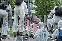 """Klimacamp """"Ende Gelaende"""" bei Proschim in der brandenburgischen Lausitz.<br /> Mehrere tausend Klimaaktivisten  aus Europa wollen zwischen dem 13. Mai und dem 16. Mai 2016 mit Aktionen den Braunkohletagebau blockieren um gegen die Nutzung fossiler Energie zu protestieren.<br /> Mehrere hundert Aktivisten stuermten am Nachmittag des 14. Mai das Gelaende des Kraftwerk Schwarze Pumpe. Die Polizei kam nach ca. 20 Minuten auf das Werksgaende und die Aktitivisten vierliessen das Gelaende wieder. Ca. 60 Personen wurden danach von der Polizei festgenommen.<br /> Im Bild: Aktivisten auf dem Kraftwerksgelaende. Sie ueberklettern einen Zaum um vom Gelaende herunter zu kommen.<br /> 14.5.2016, Schwarze Pumpe/Brandenburg<br /> Copyright: Christian-Ditsch.de<br /> [Inhaltsveraendernde Manipulation des Fotos nur nach ausdruecklicher Genehmigung des Fotografen. Vereinbarungen ueber Abtretung von Persoenlichkeitsrechten/Model Release der abgebildeten Person/Personen liegen nicht vor. NO MODEL RELEASE! Nur fuer Redaktionelle Zwecke. Don't publish without copyright Christian-Ditsch.de, Veroeffentlichung nur mit Fotografennennung, sowie gegen Honorar, MwSt. und Beleg. Konto: I N G - D i B a, IBAN DE58500105175400192269, BIC INGDDEFFXXX, Kontakt: post@christian-ditsch.de<br /> Bei der Bearbeitung der Dateiinformationen darf die Urheberkennzeichnung in den EXIF- und  IPTC-Daten nicht entfernt werden, diese sind in digitalen Medien nach §95c UrhG rechtlich geschuetzt. Der Urhebervermerk wird gemaess §13 UrhG verlangt.]"""