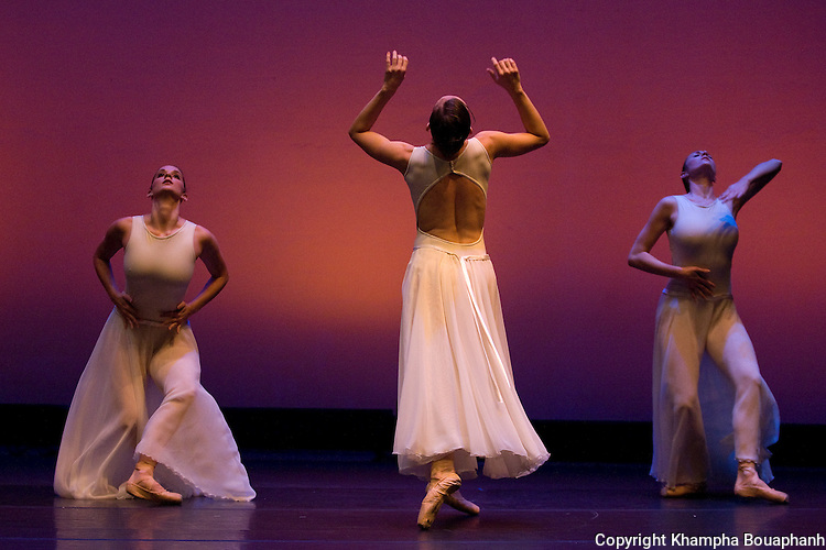 Texas Dance Theatre perform during dress rehearsal at Scott Theatre in Fort Worth on Friday, September 25, 2009.