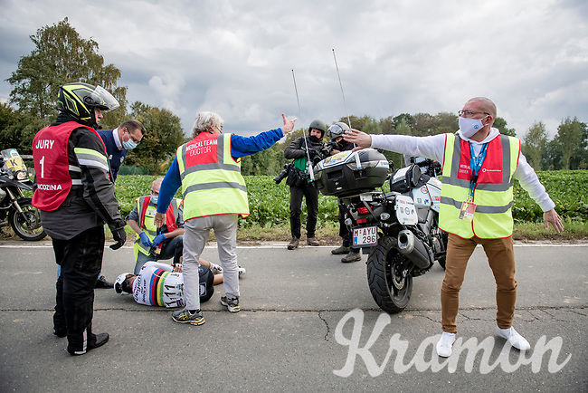 Julian Alaphilippe (FRA/Deceuninck-QuickStep) just ran into the back of a slowing motorcycle of a jury commisaire and is out of the race with a broken right hand.<br /> <br /> 104th Ronde van Vlaanderen 2020 (1.UWT)<br /> 1 day race from Antwerpen to Oudenaarde (BEL/243km) <br /> <br /> ©kramon