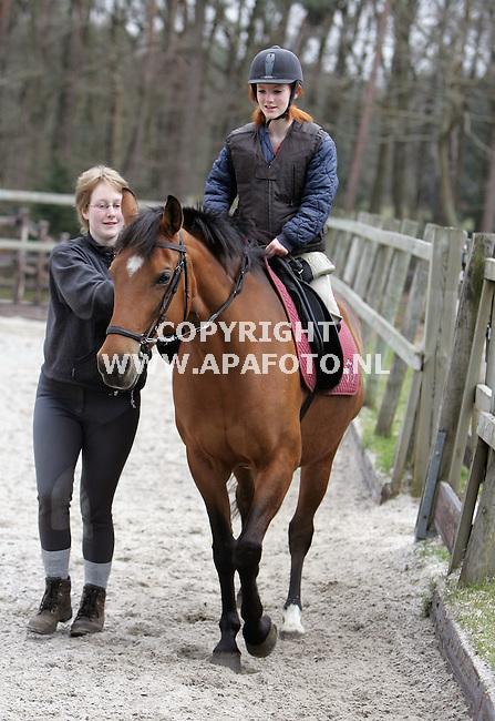 Arnhem, 080406<br /> Betty Stromen begeleidt gehandicapten, op het paard zit Felice.<br /> <br /> Foto: Sjef Prins - APA Foto