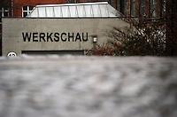 Spinnerei - alte Baumwollspinnerei in Plagwitz / Leipzigs Kunstzentrum / Künstler haben hier ihre Ateliers und zahlreiche Galerien sind in den betagten Gebäuden angesiedelt - im Bild: Ansicht bei Regenwetter - WERKSCHAU HALLE 12.  Foto: aif / Norman Rembarz..Jegliche kommerzielle wie redaktionelle Nutzung ist honorar- und mehrwertsteuerpflichtig! Persönlichkeitsrechte sind zu wahren. Es wird keine Haftung übernommen bei Verletzung von Rechten Dritter. Autoren-Nennung gem. §13 UrhGes. wird verlangt. Weitergabe an Dritte nur nach  vorheriger Absprache. Online-Nutzung ist separat kostenpflichtig..