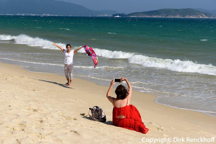 Strand an der Sanya Bay beim Club Med auf der Insel Hainan, China<br /> Beach at Sanya Bay near Club Med  Hainan island, China