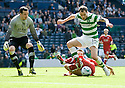 :: ABERDEEN'S DEREK YOUNG BRINGS DOWN CELTIC'S ANTHONY STOKES FOR CELTIC'S SECOND PENALTY ::
