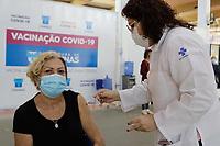 Campinas (SP), 28/04/2021 - Vacina - A Secretaria de Saúde de Campinas (SP), disponibiliza um sistema de cadastro para pessoas interessadas em receber as doses restantes da vacina contra a covid-19. O agendamento é disponível para idosos maiores de 60 anos.<br /> Atualmente na campanha de imunização estão sendo vacinados idosos com mais de 64 anos, sendo que para aqueles com 63 a vacinação começa amanhã (29).