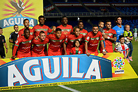 CALI - COLOMBIA - 22 - 07 - 2017: Jugadores del Cortuluá posan para la foto de los periódicos antes de su encuentro contra el Deportivo Cali partido por la fecha 4 de la Liga Aguila II 2017 jugado en el estadio Pascual Guerrero de la ciudad de Cali. / Players of Cortulua pose for a photo during match agaisnt of Deportivo Cali match for the date 4 of the Aguila League II 2017 played at Pascual Guerrero stadium in Cali city.Photo: VizzorImage / Nelson Rios / Cont