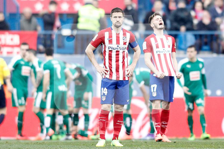 Sociedad Deportiva Eibar's players celebrates goal in presence of Atletico de Madrid's Gabi Fernandez (c) and Saul Niguez (r) dejected during La Liga match. February 6,2016. (ALTERPHOTOS/Acero)
