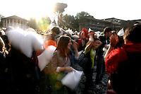 Battaglia dei cuscini a Roma, 17 aprile 2011..People attend a pillow fight in Rome, 17 april 2011..UPDATE IMAGES PRESS/Riccardo De Luca