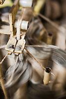Europe/France/Aquitaine/64/Pyrénées-Atlantiques/Pays-Basque/Mauléon-Licharre: Fabrication des Espadrilles basques chez Don Quichosse - Fabrication de la tresse qui servira à confectionner la semelle<br /> L'entreprise Don Quichosse c'est vu décerner le label  Entreprise du Partimoine Vivant: EPV. Ce label récompense des entreprises artisanales ou industrielles performantes qui participent au rayonnement économique et culturel de la France