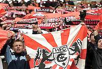 Fussball - Oberliga - FC Sachsen Leipzig : Hallescher FC - im Bild: Blick in den Fanblock von Halle. .Foto: Norman Rembarz.Sport/Fussball/Vereine/