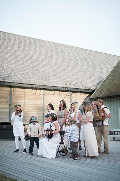Estland, Choere und Folkbands beim ersten Nargen Gesangs-Festival auf der Insel Naissaar <br /> <br /> Engl.: Europe, the Baltic, Estonia, Naissaar island, first Naissaar Song Celebration, song festival, culture, singers, folk band, 28 June 2014<br /> <br /> || Sieben herausragende Accapella-Choere aus Estland singen Lieder mit Bezug auf das Meer und geben auch schon einen kleinen Vorgeschmack auf das Repertoire des grossen Saengerfeste in Tallinn, 28.06.2014