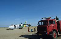 Tanzania, airport Shinyanga with sand landing air stripe , aircraft of Precision Air and fire brigade / Tansania Shinyanga, Flughafen mit Sandpiste in der Steppe , Flugzeug der Precision Air und Feuerwehr