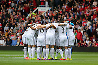 Pictured: Swansea players huddle before kick off. Saturday 16 August 2014<br />