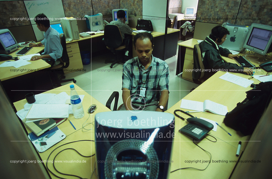 INDIA Bangalore, Software company Infosys in the Electronics City, the indian silicon valley, man works with Apple Imac in software programming department / INDIEN Karnataka Bangalore, Campus der Software Firma Infosys in der electronics city, Mann arbeitet in der Software-Entwicklung