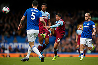Pablo Fornals of West Ham United has a shot on goal during the Premier League match between Everton and West Ham United at Goodison Park on October 19th 2019 in Liverpool, England. (Photo by Daniel Chesterton/phcimages.com)<br /> Foto PHC/Insidefoto <br /> ITALY ONLY