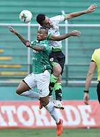 PALMIRA - COLOMBIA, 07-10-2020: Angelo Rodriguez del Cali disputa el balón con John Edison Garcia del Equidad durante partido entre Deportivo Cali y La Equidad por la fecha 12 de la Liga BetPlay DIMAYOR I 2020 jugado en el estadio Deportivo Cali de la ciudad de Palmira. / Angelo Rodriguez of Cali vies for the ball with John Edison Garcia of Equidad during match between Deportivo Cali and La Equidad for the date 12 as part of BetPlay DIMAYOR League I 2020 played at Deportivo Cali stadium in Palmira city.  Photo: VizzorImage / Gabriel Aponte / Staff