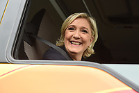 MARINE LE PEN VISITAIT, L'ENTREPRISE DE TRANSPORT GUISNEL, A DOL-DE-BRETAGNE.