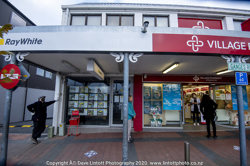 Khandallah shopping centre at 4.30pm, Wednesday, during lockdown for the COVID19 pandemic in Wellington, New Zealand on Wednesday, 22 April 2020. Photo: Dave Lintott / lintottphoto.co.nz