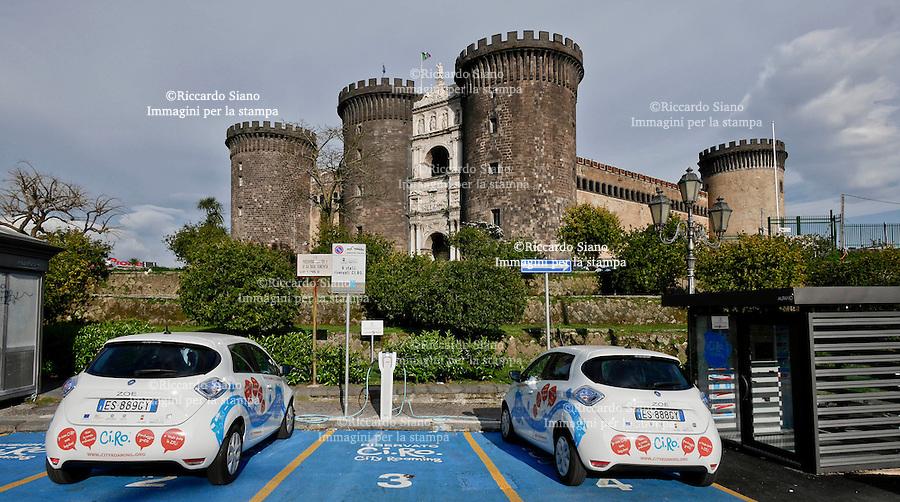 - NAPOLI 7 MAR  2014 -   Mobilità sostenibile a Napoli il car sharing elettrico del progetto Ci.Ro.  La ricarica dei veicoli elettrici via Riccardo Filangieri di Candida Gonzaga, (Cavalli di Bronzo)