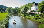 Germany, Rhineland-Palatinate, Ahr-Valley, Rech: two couples on a boat trip on river Ahr | Deutschland, Rheinland-Pfalz, Ahrtal, Rech: bei Paerchen bei einer Bootstour auf der Ahr