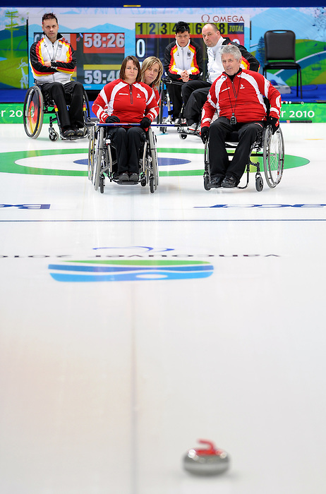 Vancouver 2010 - Wheelchair Curling // Curling en fauteuil roulant.<br /> Team Canada competes in Wheelchair Curling // Équipe Canada participe en curling en fauteuil roulant. 17/03/2010.