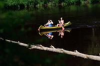Boote auf der Gauja im Gauja-Nationalpark, Lettland, Europa