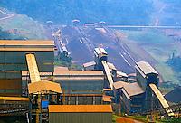 Mineração de ferro na Serra de Carajas. Para. 1986. Foto de Juca Martins.