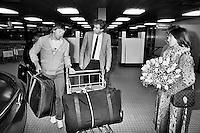 1984, ABN WTT, Jimmy Connors en zijn vrouw worden ophehaald op het vliegveld door toernooi directeur willem Buitendijk