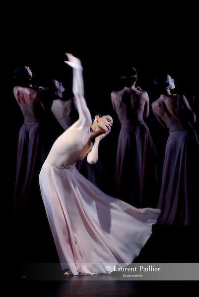 """ALICE<br /> Alice Renavand dans """"Orphée et Euridice"""" de Pina Bausch<br /> Ballet de l'Opéra National de Paris à L'opéra Garnier le 01/02/2008"""