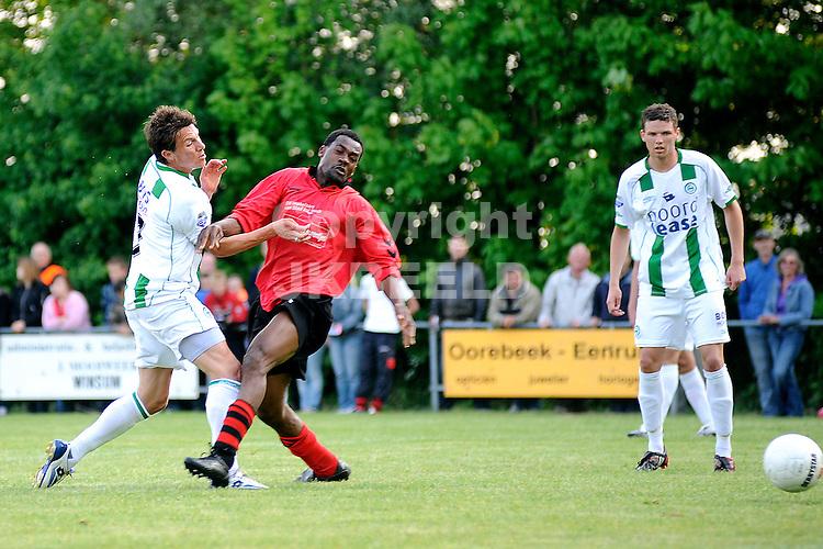 voetbal vv eenrum - fc groningen vriendschappelijk seizoen 2007-2008 15-05-2008 mark jan fledderus scoort..fotograaf Jan Kanning