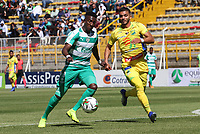 BOGOTÁ - COLOMBIA, 26-01-2019:Hansel Zapata (Izq.) jugador de La Equidad  disputa el balón con Michael López (Der.) jugador del  Atlético Huila durante partido por la fecha 1 de la Liga Águila I 2019 jugado en el estadio Metropolitano de Techo de la ciudad de Bogotá. /Hansel Zapata (L) player of La Equidad fights the ball  against of Michael Lopez (R) player of Independiente Huila during the match for the date 1 of the Liga Aguila I 2019 played at the Metroplitano de Techo  stadium in Bogota city. Photo: VizzorImage / Felipe Caicedo / Staff.