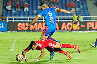 CALI -COLOMBIA-07-03-2016. Ayron del Valle (Der) América de Cali disputa el balón con un jugador de Universitario de Popayán durante partido por la fecha 4 del Torneo Águila 2016 jugado en el estadio Ciro Lopez de Popayán./ Ayron del Valle (R) player of America de Cali struggles the ball with a player of Universitario de Popayan duringmatch for the date 4 of the Aguila Tournament 2015 played at Ciro Lopez stadium in Popayan. Photo: VizzorImage/ NR /