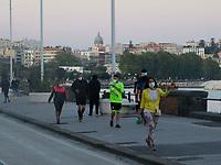 Napoli folla su Lungomare a fare Jogging