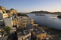"Südasien Asien Indien IND Rajasthan Udaipur .See Pichola und Fünfsterne Hotel Lake Palace der Taj Group von TATA , Gebäude war ein ehemaliger Maharadscha Maharaja Palast von Udai Singh in Stadt Udaipur , hier wurde der James Bond Film Octopussy gedreht , links Stadtpalst von Udai Singh - Tourismus Reisen Reise Luxus Luxushotel Hotels Wasser Touristen Berge Paläste Prunk Reichtum Kulisse Filmkulisse Panorama xagndaz | .South Asia India Rajasthan Udaipur .City palace , Five star Hotel Lake Palace on island in Pichola lake , the building was a palace of maharaja Udai Singh and belongs today to the Taj Group of TATA , location for James Bond movie Octopussy - tourism travel tour luxury tourist town panorama water hill .| [ copyright (c) Joerg Boethling / agenda , Veroeffentlichung nur gegen Honorar und Belegexemplar an / publication only with royalties and copy to:  agenda PG   Rothestr. 66   Germany D-22765 Hamburg   ph. ++49 40 391 907 14   e-mail: boethling@agenda-fototext.de   www.agenda-fototext.de   Bank: Hamburger Sparkasse  BLZ 200 505 50  Kto. 1281 120 178   IBAN: DE96 2005 0550 1281 1201 78   BIC: ""HASPDEHH"" ,  WEITERE MOTIVE ZU DIESEM THEMA SIND VORHANDEN!! MORE PICTURES ON THIS SUBJECT AVAILABLE!! INDIA PHOTO ARCHIVE: http://www.visualindia.net ] [#0,26,121#]"