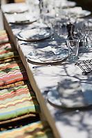 Europe/France/2A/Corse du Sud/ Murtoli: Détail de la table du Restaurant de  plage du Domaine de Murtoli dans la vallée de l'Ortolo  sur le Golfe de Roccapina- Les anciennes  bergeries ont étées transformées en maison d'hôtes - Hôtellerie de luxe