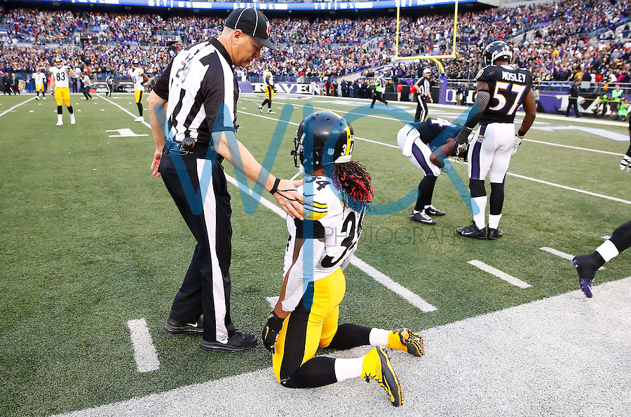DeAngelo Williams #34 of the Pittsburgh Steelers kneels on the sideline next to a referee following the final play of their 20-17 loss to the Baltimore Ravens during the game at M&T Bank Stadium on December 27, 2015 in Baltimore, Maryland. (Photo by Jared Wickerham/DKPittsburghSports)