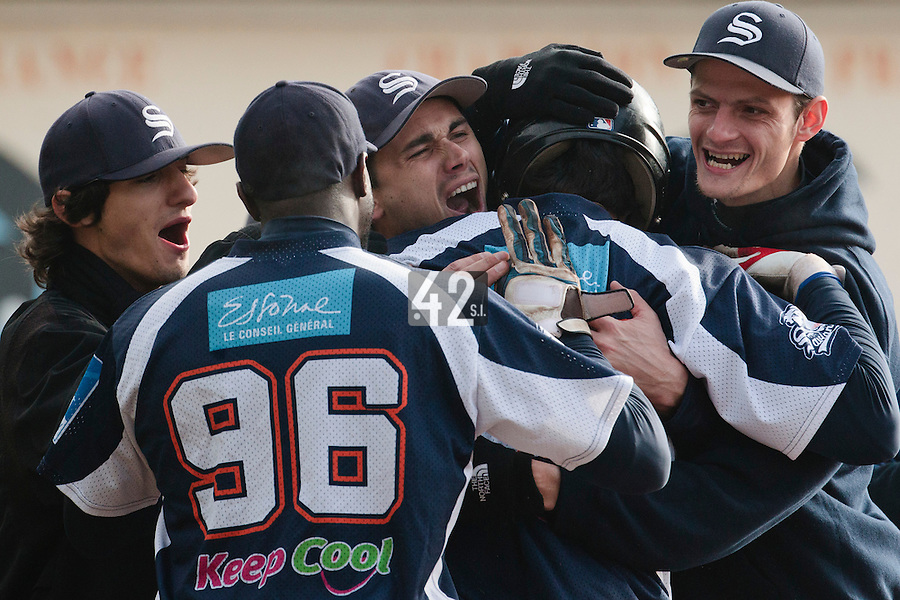 24 October 2010: Tim Stewart of Savigny is congratulated by Boubakar Guaye, Jerome Dussart, Nicholas Waltersperger, Eloi Secleppe after his solo home run during Savigny 8-7 win (in 12 innings) over Rouen, during game 3 of the French championship finals, in Rouen, France.