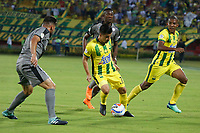 BUCARAMANGA-COLOMBIA,4 -08-2018.Sherman Cárdenas  (Centro) Jugador del Atlético Bucaramanga disputa el balón con Oscar Bernal (Izq.) jugador de Equidad durante partido por la fecha 3 de la Liga Águila II 2018 jugado en el estadio Alfonso López de la ciudad de Bucaramanga./ Sherman Cardenas (Center) player of Atletico Bucaramanga fights the ball with Oscar Bernal  (L) player of  Equidad during the match for the date 3 of the Aguila League II 2018 played at Alfonso Lopez  stadium in Bucaramanga city. Photo: VizzorImage/ Oscar Martínez / Contribuidor