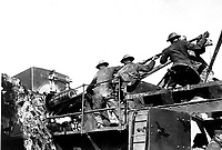 14-inch gun talks for U.S. Men of the 35th Coast Artillery loading a mobile railroad gun, 13.9 inches calibre, on the Argonne front.  Baleycourt, France.  September 26, 1918. Lt. Richard W. Sears. (Army)<br />NARA FILE #:  111-SC-23134<br />WAR & CONFLICT BOOK #:  625