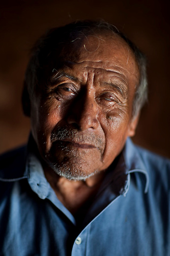 Indigenous group Itza once had a big representation in Yucatan. Today the last tousand Itzas live  at lake Itza at the edge of the Mayan Biosphere Reserve. There are only 17 fluent speakers left. Oe of them is 78 year old Don Salomon.