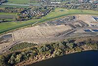 Kreetsand: EUROPA, DEUTSCHLAND, HAMBURG 10.11.2013:  Das IBA-Projekt Kreetsand, ein Pilotprojekt im Rahmen des Tideelbe-Konzeptes der Hamburg Port Authority (HPA), soll auf der Ostseite der Elbinsel Wilhelmsburg zusaetzlichen Flutraum für die Elbe schaffen. Das Tidevolumen wird durch diese strombauliche Massnahme vergroessert und der Tidehub reduziert. Gleichzeitig ergeben sich neue Moeglichkeiten für eine integrative Planung und Umsetzung verschiedenster Interessen und Belange aus Hochwasserschutz, Hafennutzung, Wasserwirtschaft, Naturschutz und Naherholung. Das Projekt Kreetsand wird vor diesem Hintergrund auch einen Teil des IBA-Projekts Deichpark-Elbinsel darstellen. Bei dem Projekt werden diese Aspekte für die gesamte Elbinsel analysiert und vorteilhafte Maßnahmen und Strategien fuer die Kombination der verschiedenen Anforderungen entwickelt.