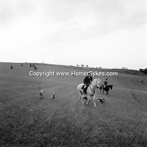 The Quantock Staghounds.  Richard Downs, the huntsman, leads the mounted field. Quantock Hills, Somerset..Hunting with Hounds / Mansion Editions (isbn 0-9542233-1-4) copyright Homer Sykes. +44 (0) 20-8542-7083. < www.mansioneditions.com >.