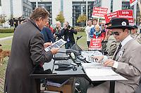 """Unter dem Motto """"NSA-Skandal aufklaeren, statt Akten schwaerzen"""" veranstaltete die Kampagnen-Organisation campact am Donnerstag den 25. September 2014 vor der Sitzung des NSA-Untersuchungsausschuss auf der Wiese vor dem Reichstag eine Aktion fuer die Freigabe aller Akten im NSA-Skandal.<br /> Zwei campactmitglieder stellten je einen Geiheimdienstmitarbeiter der NSA und des Bundesnachrichtendienst dar, die u.a. mit schwarzem Filzstift Akten schwaerzten.<br /> Die Mitglieder des Untersuchungsausschuss hatten fuer ihre Arbeit von am Skandal beteiligten Geheimdiensten Akten bekommen, die zum Teil komplett geschwaerzt waren und nur das Datum der Freigabe im Jahr 2048 zu lesen waren.<br /> Zu dieser Aktion hatte campact Untersuchungsausschussmitglieder aller Parteien eingeladen, jedoch kamen nur Susanne Mittag (SPD), Martina Renner (Linkspartei) und Konstantin von Notz (B90/Die Gruenen).<br /> campact ueberreichte den drei Abgeordneten 125.651 Unterschriften gegen die Ueberwachung der Bevoelkerung durch die Geheimdienste.<br /> Links im Bild: Konstantin von Notz, Obmann von B90/Die Gruenen im Untersuchungsausschuss.<br /> 25.9.2014, Berlin<br /> Copyright: Christian-Ditsch.de<br /> [Inhaltsveraendernde Manipulation des Fotos nur nach ausdruecklicher Genehmigung des Fotografen. Vereinbarungen ueber Abtretung von Persoenlichkeitsrechten/Model Release der abgebildeten Person/Personen liegen nicht vor. NO MODEL RELEASE! Don't publish without copyright Christian-Ditsch.de, Veroeffentlichung nur mit Fotografennennung, sowie gegen Honorar, MwSt. und Beleg. Konto: I N G - D i B a, IBAN DE58500105175400192269, BIC INGDDEFFXXX, Kontakt: post@christian-ditsch.de<br /> Urhebervermerk wird gemaess Paragraph 13 UHG verlangt.]"""