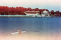 Segrate (Milano), un uomo fa canoa all'idroscalo --- Segrate (Milan), a man does canoe on the idroscalo (seadrome)