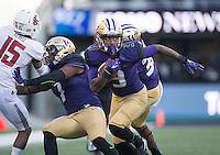 Darren Gardenhire returns a fumble recovery for a touchdown.